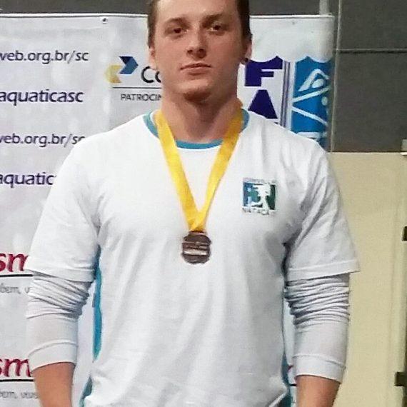 Acadêmico de Nutrição é premiado em competição esportiva